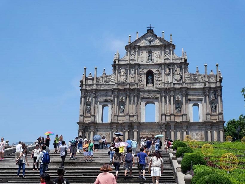 ↑今は壁面だけが残る「聖ポール天主堂跡」は今も大きな存在感を放つ