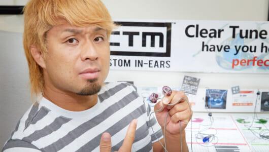 「レスラーの耳にも合う」「音質は別世界」新日本のYOSHI-HASHIがカスタムイヤホン体験に感激!