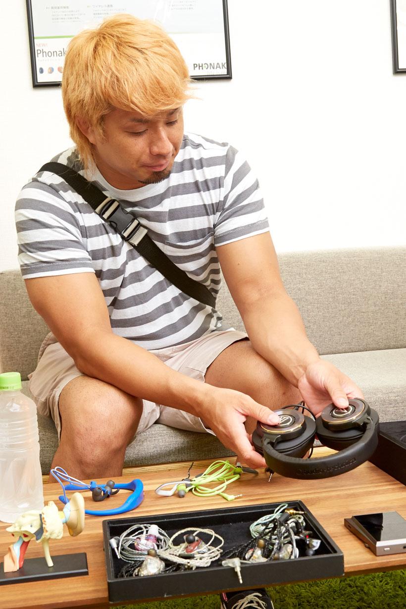 ↑本連載で試したモデルを前に、改めて感想を語るYOSHI-HASHI選手