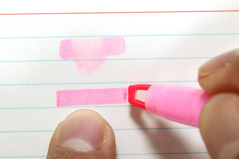 ↑従来インク(上)とQ-DRYインク(下)。乾燥スピードは明らかに違う