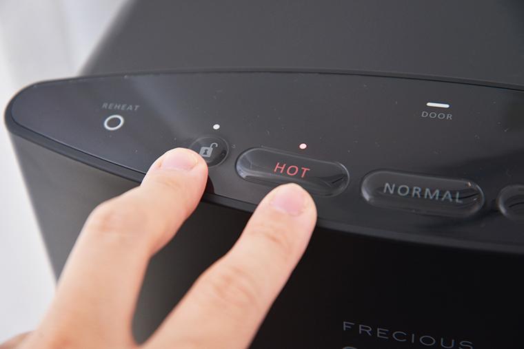 ↑ボタンはサーバー上部に水平で配置。背の低い子どもは存在自体に気づかない仕様になっています