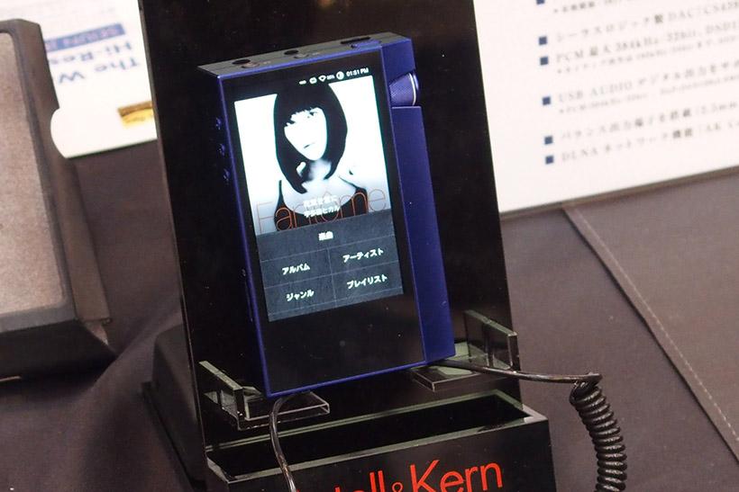 ↑1000台限定で発売されるAK70のTrue blueモデル