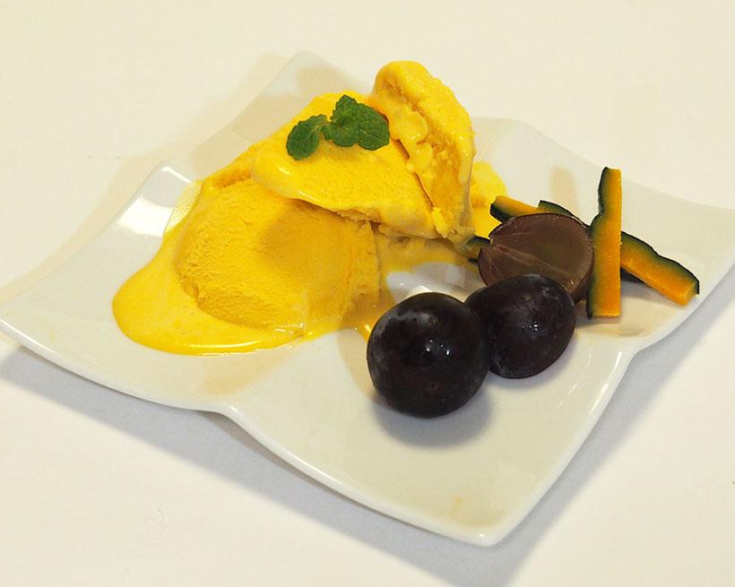 ↑秋の代表的な味覚のひとつ「カボチャ」を使ったアイスクリーム。生クリームを使っていないのに濃厚な味を楽しめます