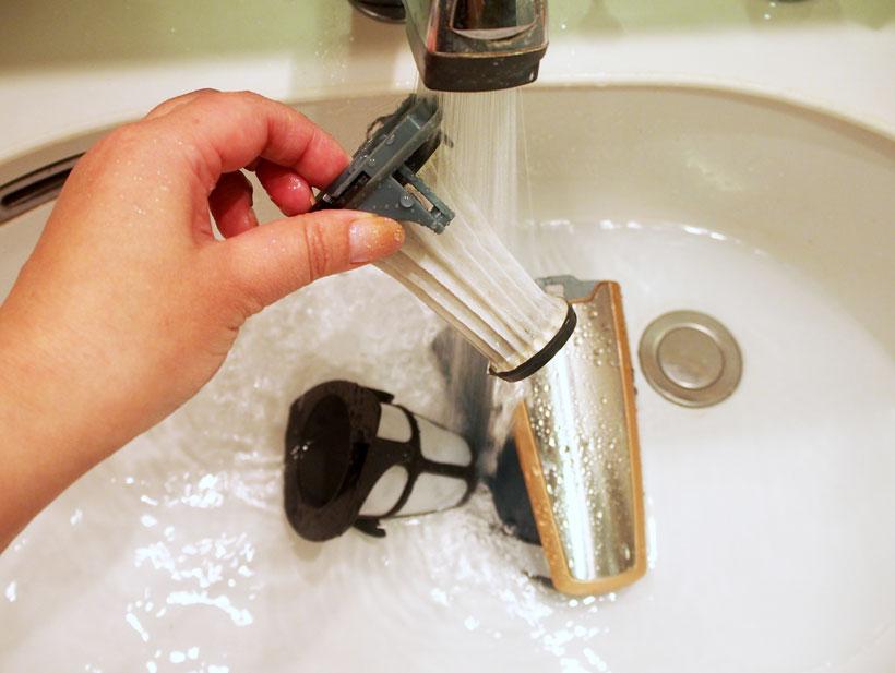 ↑水で流せばホコリもたたず、フィルターの目詰まりもスッキリ。フィルターは完全に乾かすのに、少し時間がかかります