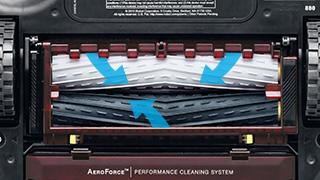 ↑新型の「960」「876」に搭載された「AeroForceエクストラクター」は、剛性と弾性を兼ね備えた素材を菱形状に成形したローラーが特徴。ゴミを効率よくかき取ります
