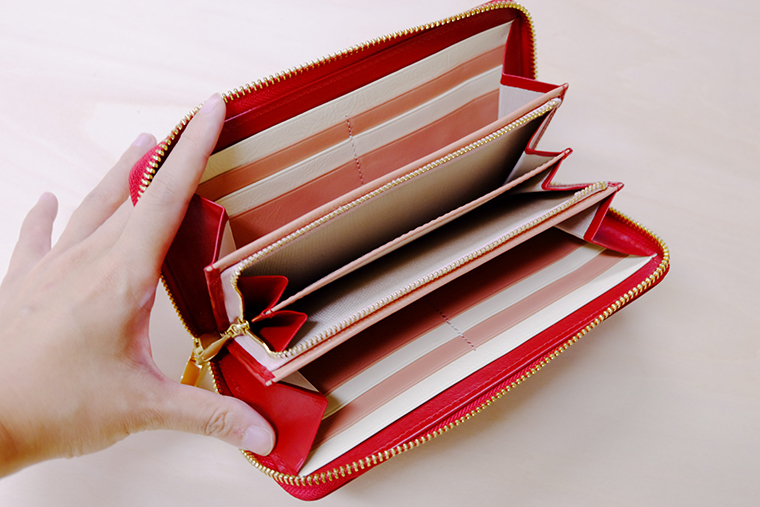 ↑カードポケットも14個と収納力もバツグン