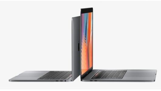 新MacBook Proは多機能な「Touch Bar」搭載! 小型軽量化も
