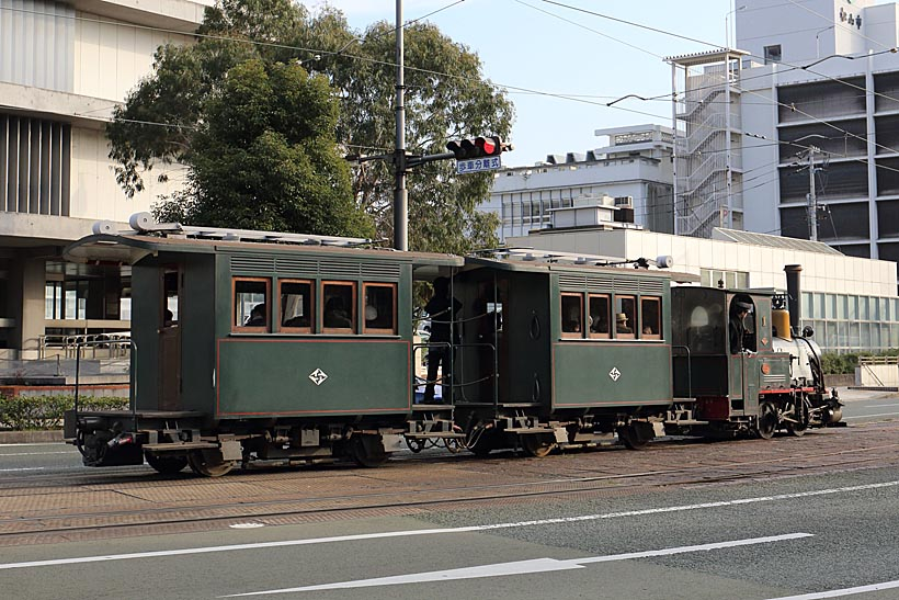 ↑D1形機関車が引く第1編成。マッチ箱のような2両の客車を引く。ドラフト音もちゃんと聞こえる