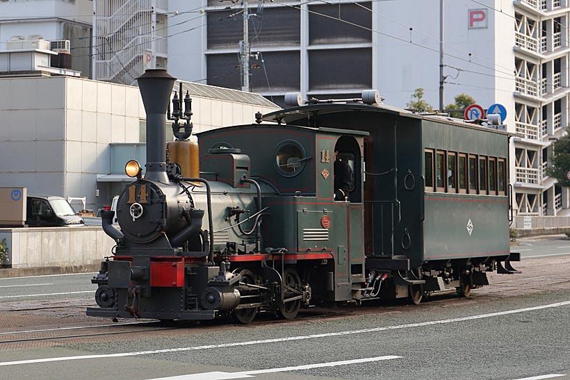 ↑D2形機関車が引く第2編成。第1編成の客車ハ1形に比べて引く客車ハ31形はやや大きめだ