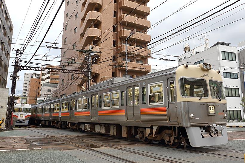 ↑高浜線の3000系(元京王電鉄3000系)が交差区間を走る。3000系の通過音はかなり迫力がある