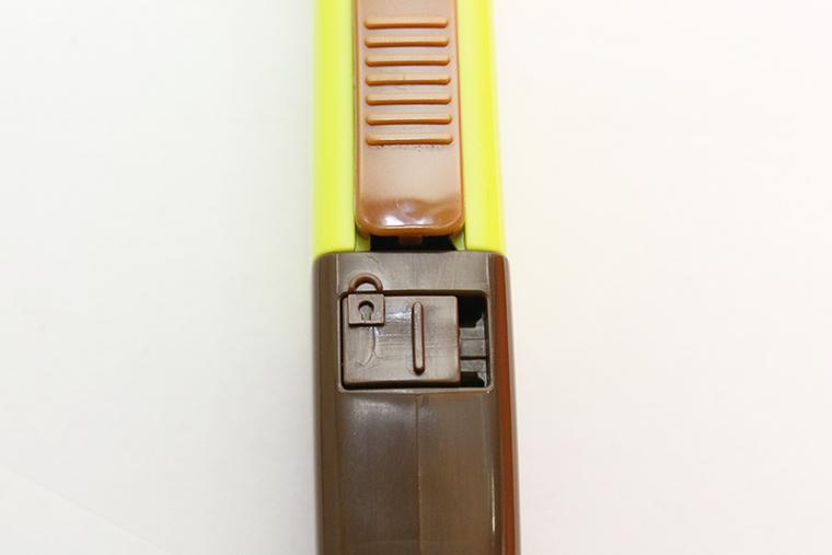 ↑ロックをかけることで刃が出ないだけでなく、替え刃交換も不能に。完全なセーフティーだ
