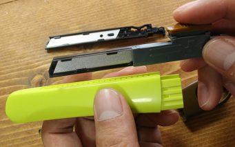 ↑刃にまったく触れない替え刃交換。古い刃はカートリッジのままゴミへ(地域によって刃の廃棄方法は違うので、要確認)