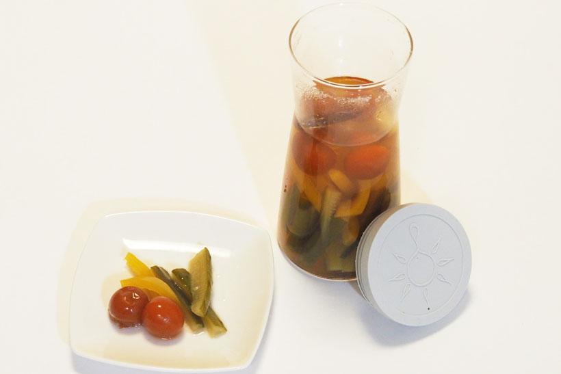 ↑カットした野菜とお酢や塩、砂糖でピクルスも作れます。調味液を作るのが面倒な場合は、市販のらっきょ酢でも代用できますよ