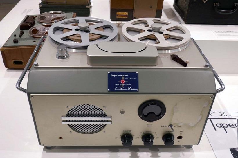 ↑1950年に製品化された日本初のテープレーダー「G型」。大卒初任給が4000円という時代に16万円もしたことからまったく売れなかったという