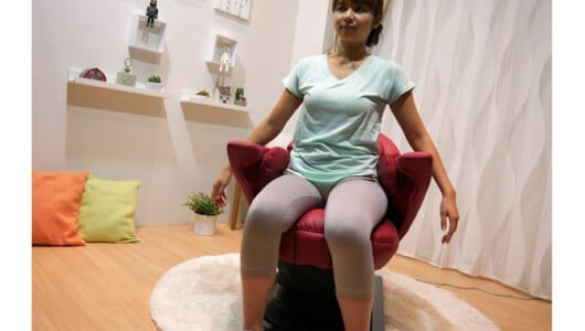 座っていながら体幹を強化! パナソニックのコアトレチェア EU-JC70は、ときに厳しくときにやさしい個人トレーナーだ!
