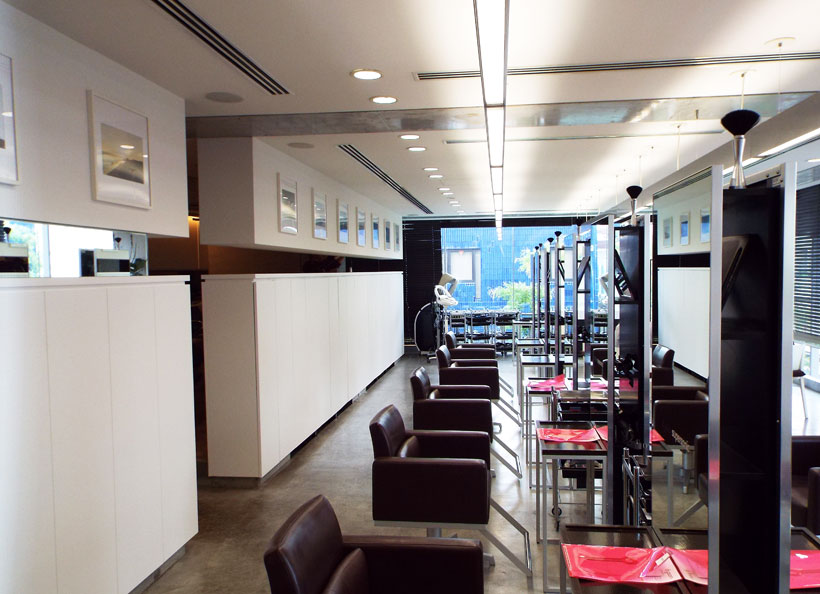 ↑ABBEY2の店舗の様子。清潔感があり、シンプルながらスタイリッシュな美容室です