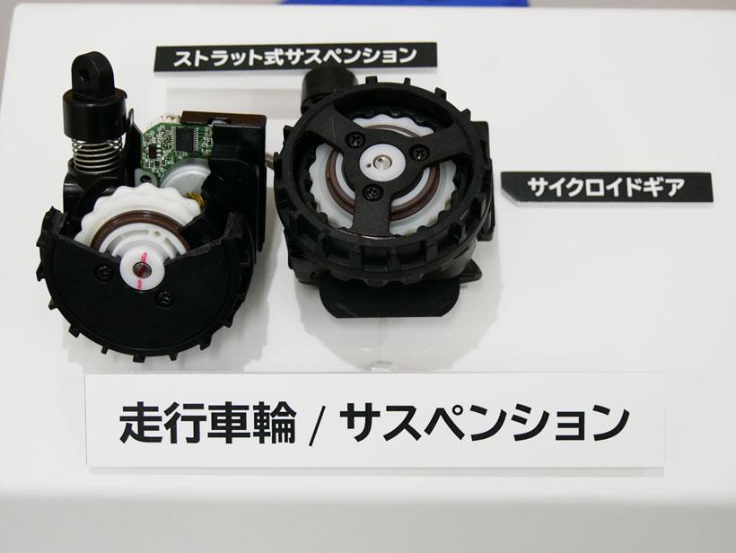 ↑こちらが開発に苦労したという走行車輪とサスペンション