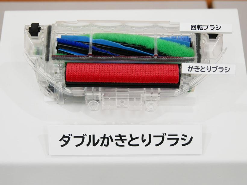↑回転ブラシとかきとりブラシの2本セットで、微細なゴミまでしっかり吸引します