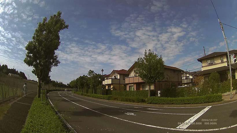 ↑街の風景をポータブルモードで撮影。超広角なレンズによりドラマティックな雰囲気で撮影できている