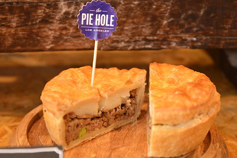 ↑シェパーズパイ ホール400円(スライス200円)。牛のミンチとジャガイモによる、欧米では定番のミートパイ。具材の2/3は挽肉で、ジューシーなおいしさが魅力です