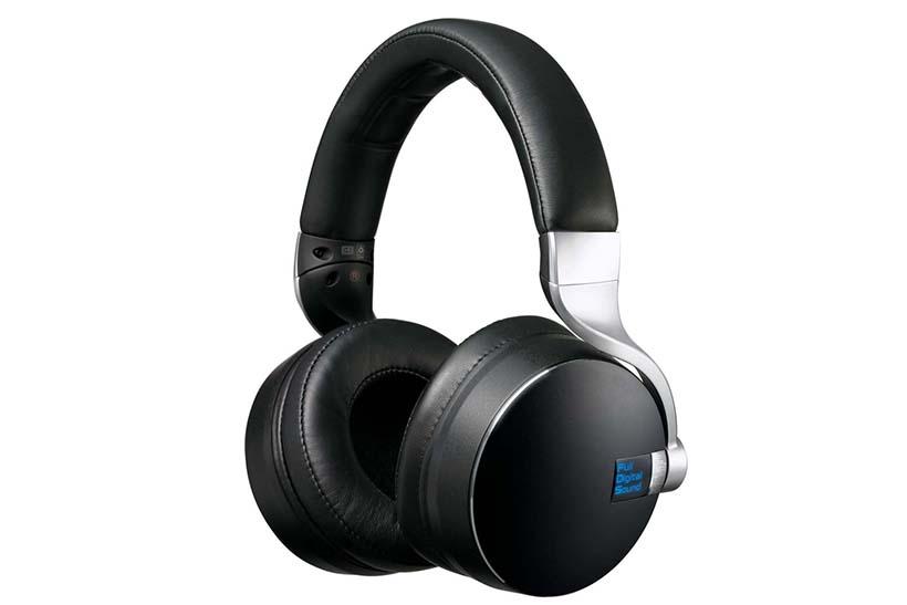 ↑クラリオンのフルデジタルサウンドヘッドホン「ZH700FF」。価格はオープンだが、店頭想定価格は14万円前後