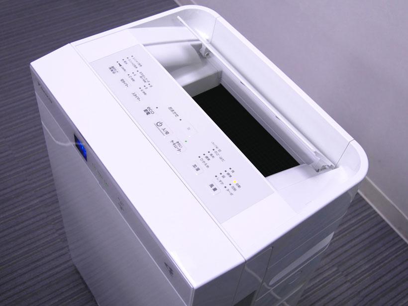 ↑ボタンが上にあるので操作しやすいですね。上からみても四角いデザインです