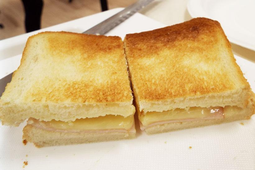 ↑本機で焼いた絶品チーズトースト