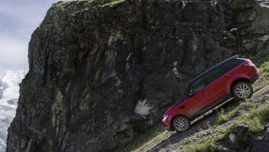 車でアルペンスキー!?  レンジローバー・スポーツがアルプス山脈のスキーコースを大爆走【動画】