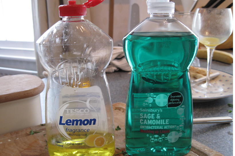 画像はイメージです。 出典画像:Kai Hendry / Tesco and Sainsburys own dishwashing liquid (from Flickr, CC BY 2.0)