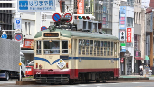 日本最長&最古といわれる高知の「とさでん交通」ーー外国電車や十字クロスなど見所の多さも日本随一!