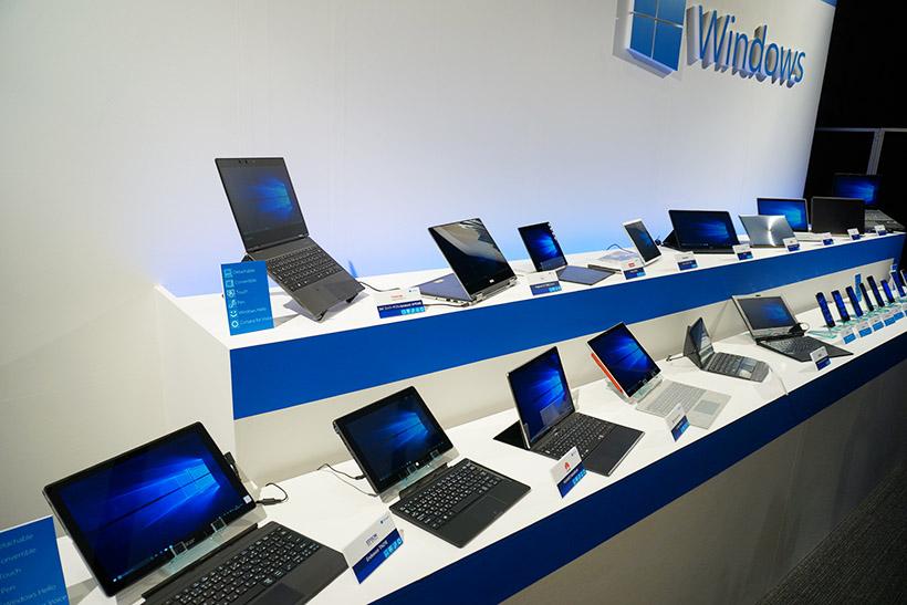 ↑各PCメーカーがラインナップするWindows 10搭載の主力モデルも展示