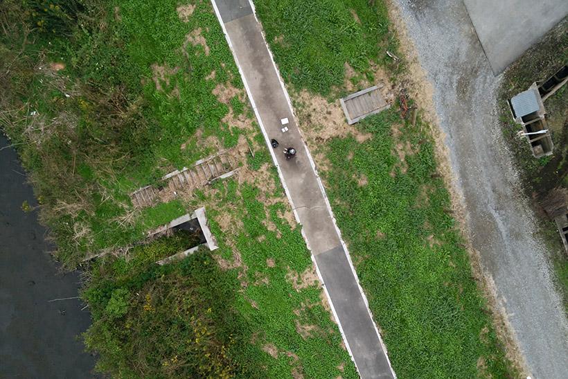 ↑カメラを真下に設置し、空撮をしてみました。高度30m以上でこんな感じで撮影できます。このレベルの空撮が規制対象外のドローンで撮影できるのは驚きです