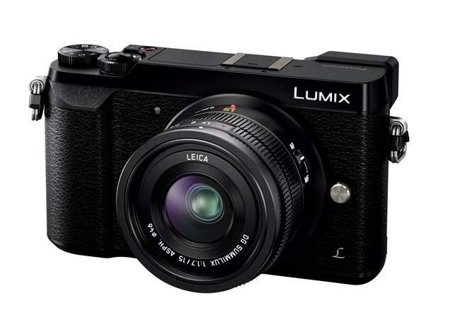 パナソニック「LUMIX DMC-GX7 Mark II」の単焦点レンズ「LEICA DG SUMMILUX 15mm/F1.7」(実売12万5000円前後)を付属したキット。他に標準ズームレンズ「LUMIX G VARIO 12-32mm/F3.5-5.6」(実売9万8000円前後)を付属するレンズキット、ボディ単体モデル(実売8万8000円前後)をラインナップする