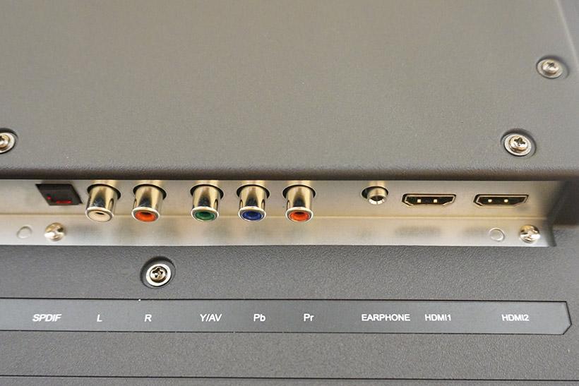 ↑入力端子はHDMI2.0×4、USB2.0×1、コンポーネント/コンポジット×1
