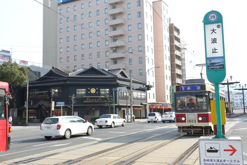 ↑大波止(おおはと)電停近くには、カステラで知られる「文明堂総本店」がある