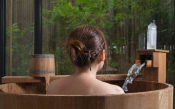 51524044 - onsen series : unrecognizable woman in wooden bathtub
