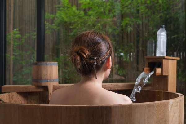 51524044 - onsen series : unrecognizable woman in wooden bathtub