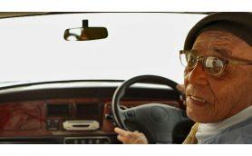 相次ぐ「高齢者のペダル踏み間違い事故」ーー解決のヒントはあの世界的名車にある