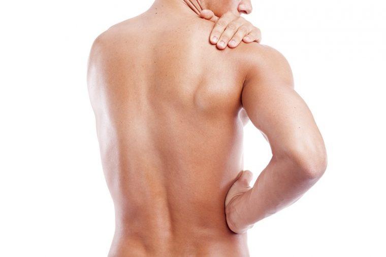 ↑筋肉が硬いと血流が悪化。肩こりは筋肉が酸欠になって老廃物が溜まり、痛みが生じている状態だ