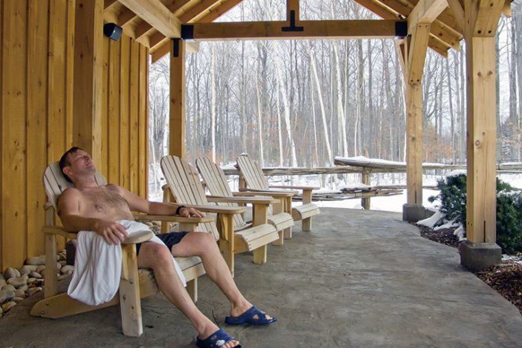 ↑本場フィンランドでは屋外での休憩「外気浴」がメジャー。屋内より屋外のほうがよりリラックスできる