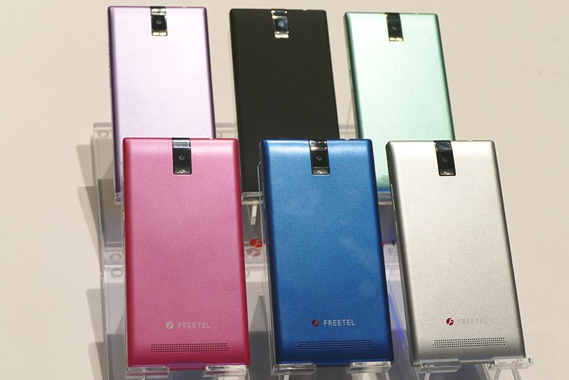 ↑↑バックカバーを同梱。カラーはマットブラック、シルバー、ブルー、ピンク、グリーン、パープルの6色が揃う