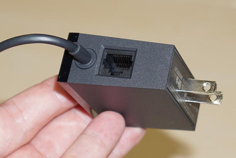 ↑イーサネット端子はACアダプタ部に接続する