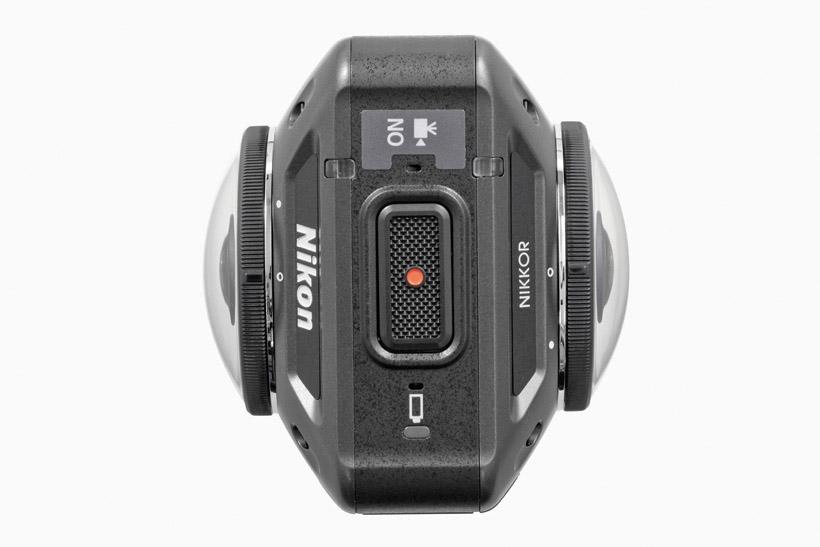 ↑撮影ボタンは大きく押しやすい。レンズは保護ガラスでカバー