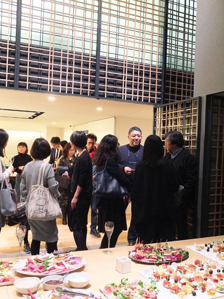 ↑トークショー後は石川氏を囲んでの懇親会が行われた