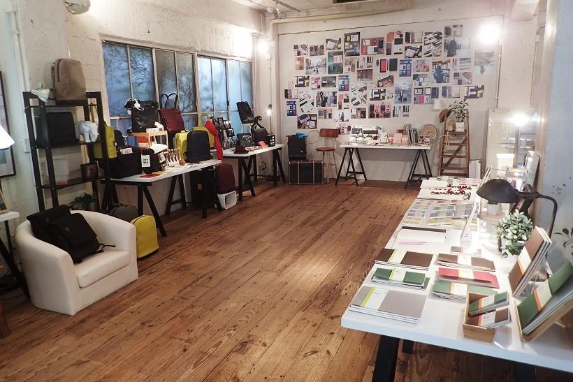 ↑南青山のハウススタジオで開催された発表会では、2017年のモレスキンNewコレクションを展示