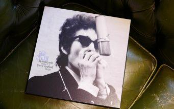 ↑伊藤さんが大事に保管している私物。ボブ・ディランの、デビュー前の1961年から1989年までの未発表音源を集録し、1991年に発売された「ブートレッグ・シリーズ 第1〜3集」