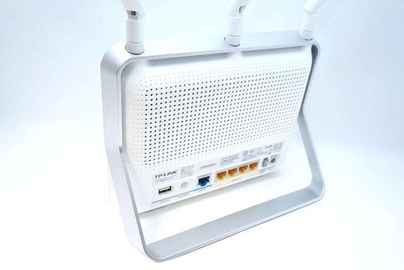 ↑背面にはUSB2.0、インターネット、LANのポートがそれぞれ配置されています