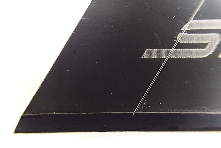 ↑刃の部分には黒くコーティングが施されている