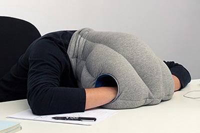 ↑うつ伏せで寝るときの使用イメージ。見た目はとてもワイルドですが、快適さは折り紙付き
