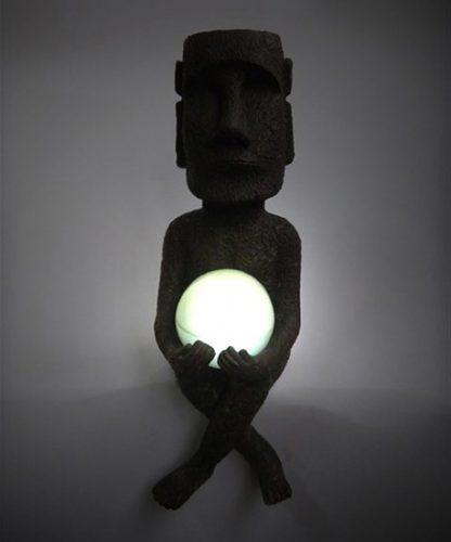 ↑広範囲を照らす強い光が魅力。災害時など、電気が使えないときにも活躍しそうです